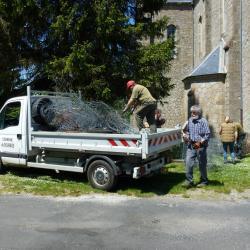 25-Même le camion de la commune est plein!