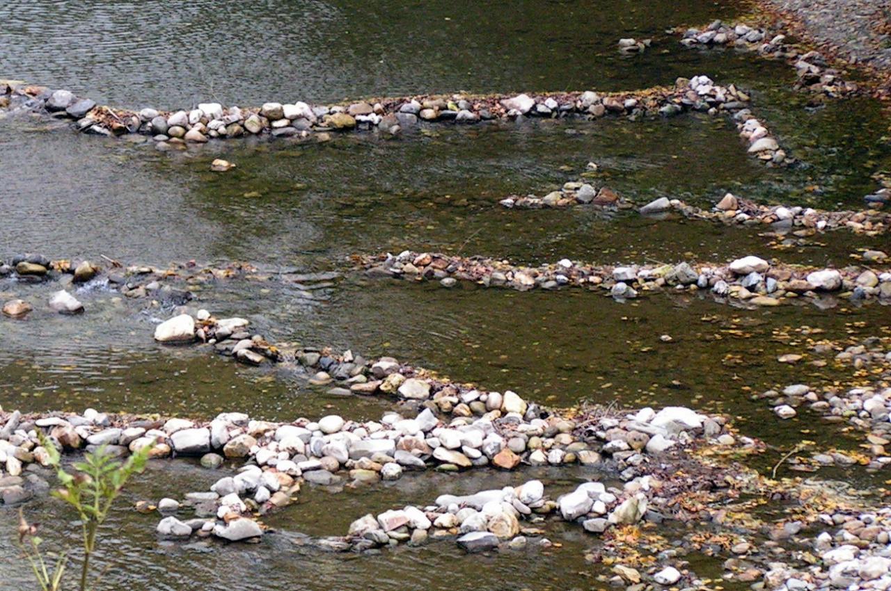 les barrages et la rivière au pont de cantobre avant